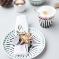 Vanillekipferl Rezept mit feierlich dekoriertem Tisch auf Wiener Wohnsinn Blog
