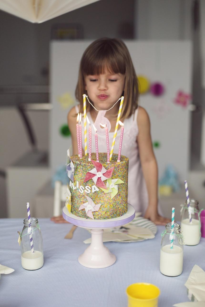 Pinwheel themed birthday party sweet table on wiener wohnsinn blog