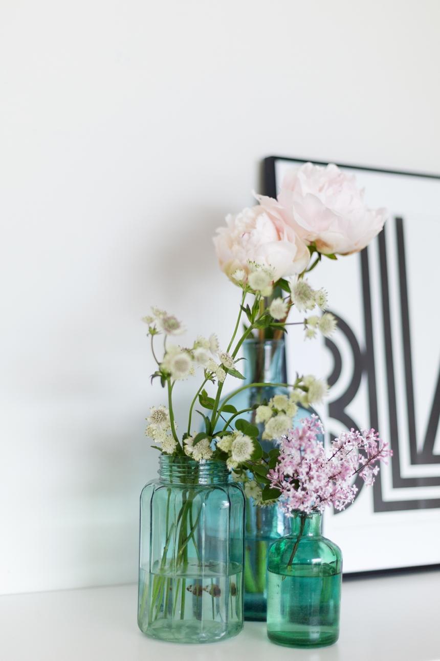 Pfinstrosen - Dekorieren mit Vasen - Wiener Wohnsinn -