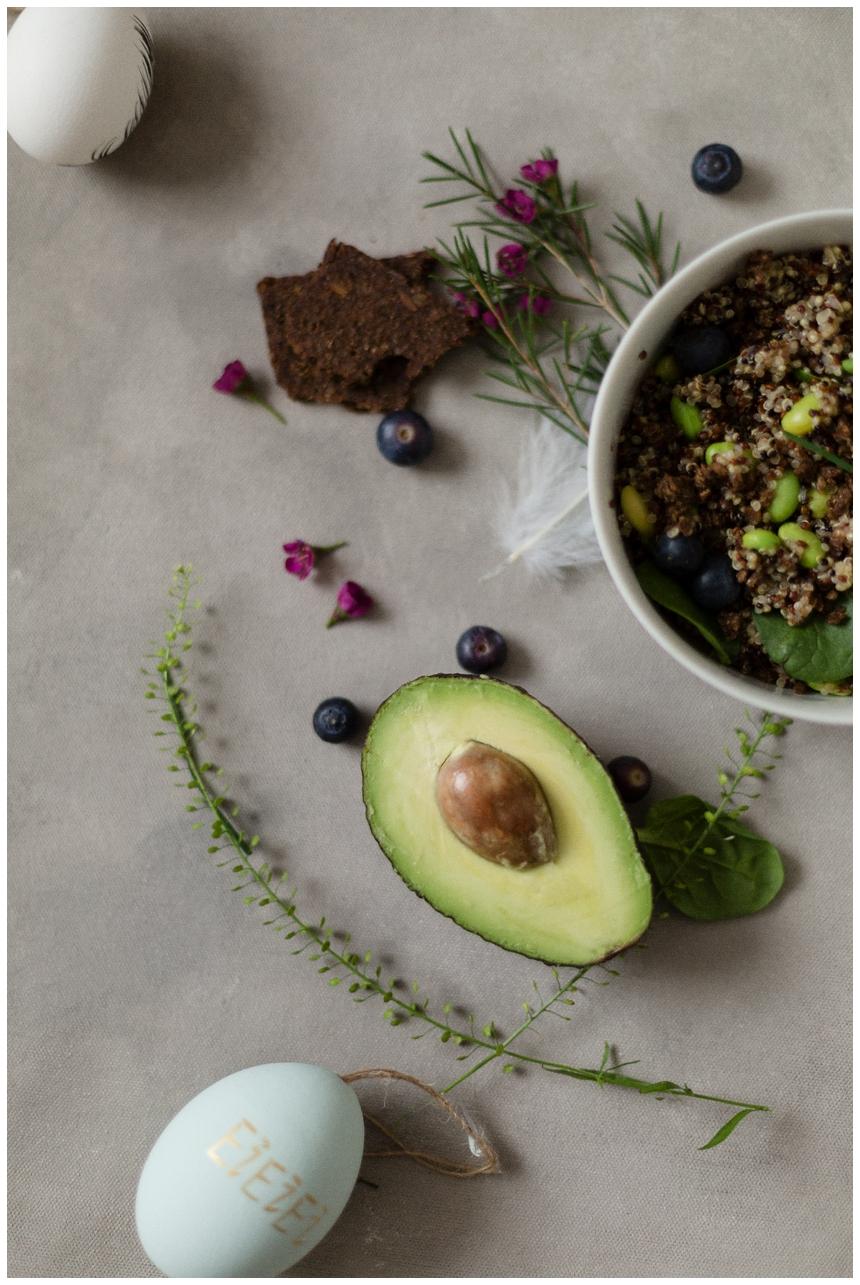 Osterbrunch Rezept Quinoa Salat mit Avocado