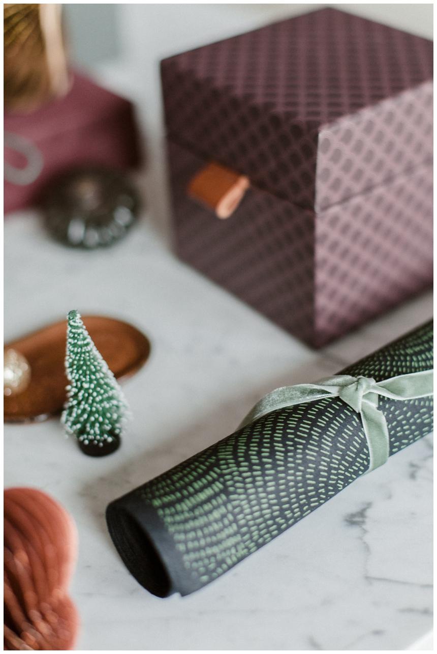 Weihnachtsgeschenke stilvoll verpacken