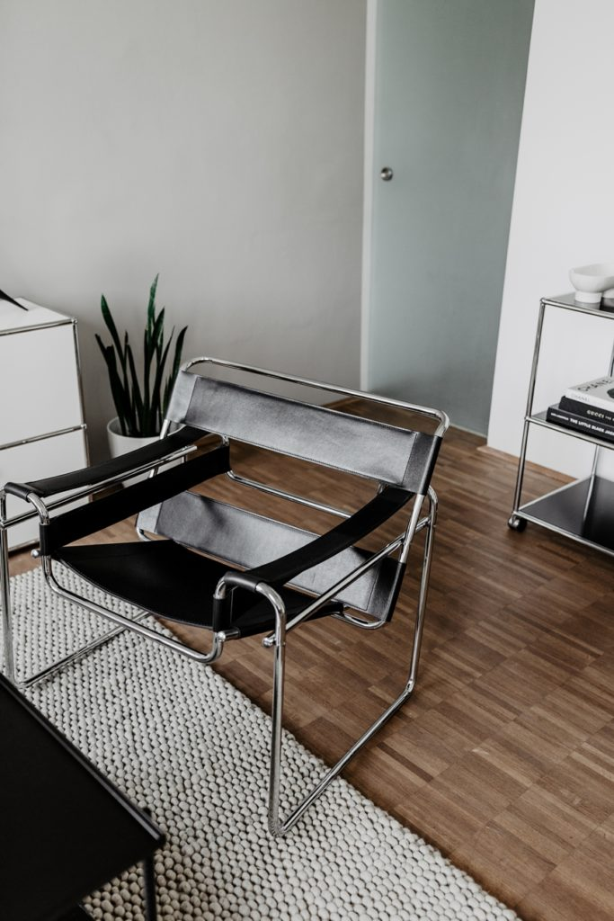 Wassily Chair by Knoll © Wiener Wohnsinn , Monochrome Interior Living