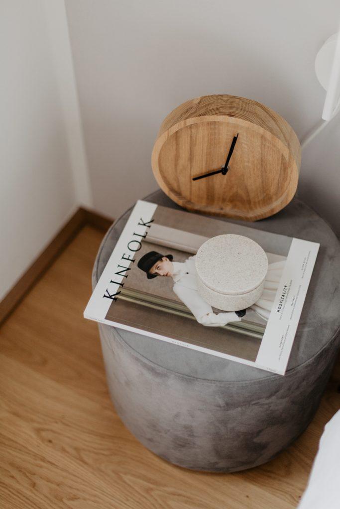 Kinfolk Magazin Schlafzimmer Inspiration, Samthocker Orchis von Westwing