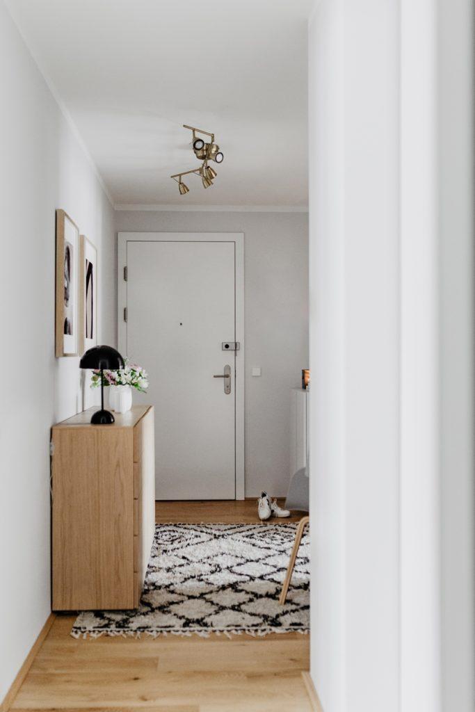 heller Flur - Tipps bei der Einrichtung und Gestaltung eines Eingangsbereiches , Wiener Wohnsinn Interior Blog
