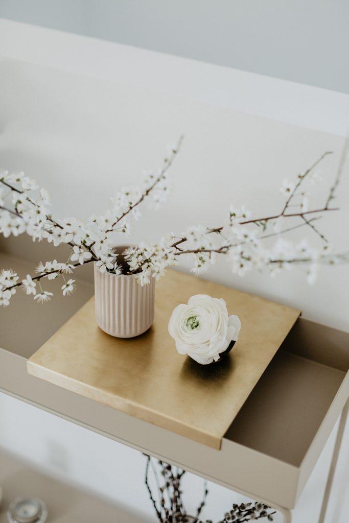 Ton in Ton Frühlingsdeko mit der Plant Box Two-Tier von ferm LIVING