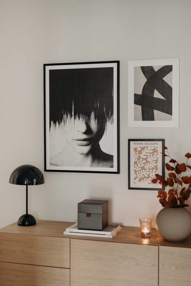 Eine Bilderwand mit Desenio - Flurinspiration Wiener Wohnsinn
