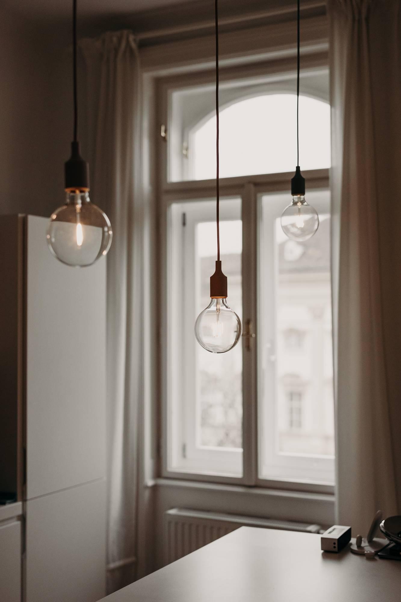 Bulb Lichtobjekt - Lichtgestaltung Küche Inspiration Wiener Wohnsinn